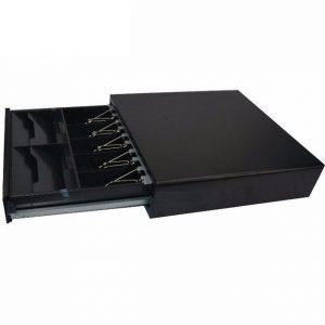 - Kích thước : 410(Ngang) x 420(sâu) x 100(cao) chưa bao gồm chân đế  – Khay đựng : 5 ngăn tiền giấy + 4 ngăn tiền giấy kiểu xấp  – Mầu sắc : Đen tuyền, Sơn tĩnh điện và Mạ kẽm  – Kết nối : 12v hoặc 24v.  – Tương thích : Kết nối bất kỳ hệ thống POS hoặc máy tính tiền hiện có trên thị trường ( Casio, Topcash, Procash, Epson, Birch, Bic, Prp085 ….vv )  – Độ bền : Tối thiểu 1 triệu lần đóng mở  – Hoạt động : Mở bằng lệnh hoặc bằng khóa cơ  – Cân nặng : 7.8 kg